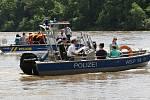 Píšťany, netradiční dětský den rok po povodni s poříční policií, psovody a další atrakce, 2014