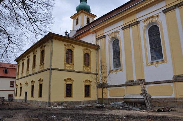 Záchrana kostela Nanebevzetí Panny Marie vKonojedech úspěšně pokračuje