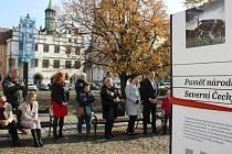Výstava Paměti národa na Mírovém náměstí v Litoměřicích.