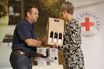Zástupci Českého červeného kříže ve spolupráci s městem pravidelně předávají ocenění dárcům krve.