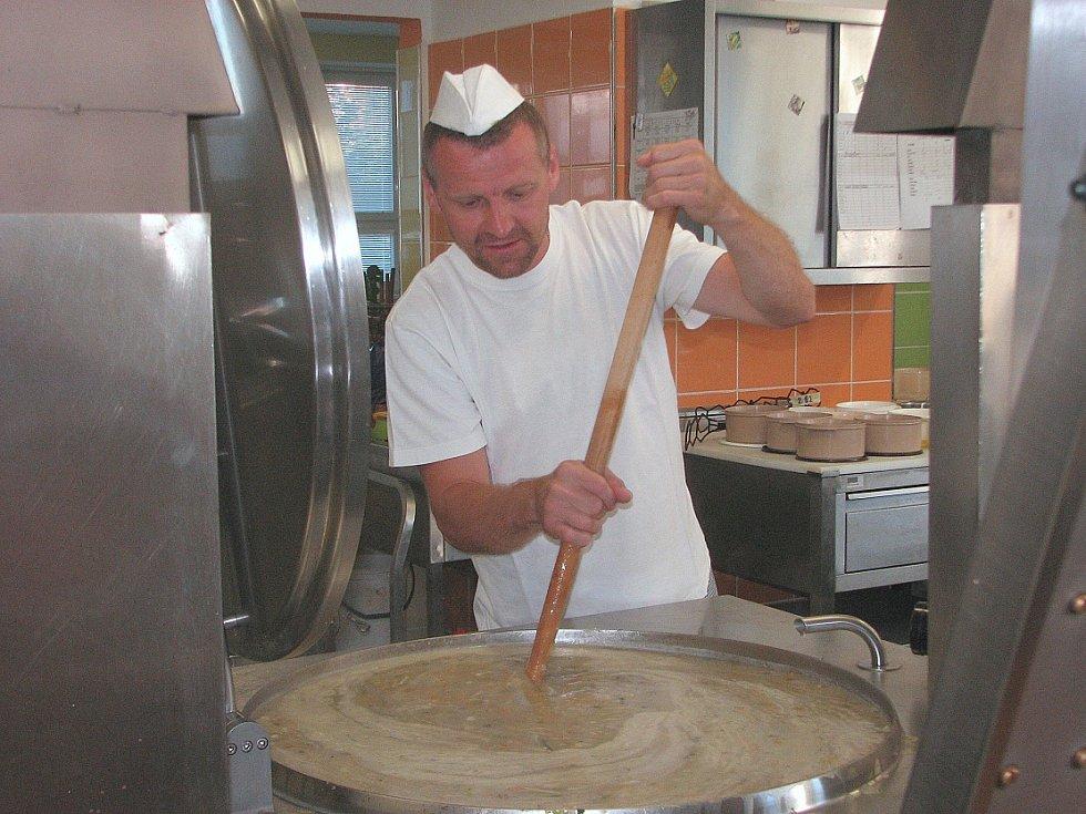 Příprava jídla v CŠJ Litoměřice
