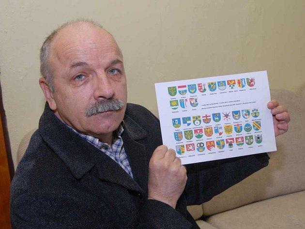Stanislav Kasík ukazuje své výtvory