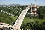 Stavba unikátního obloukového mostu přes Opárenské údolí, srpen 2009