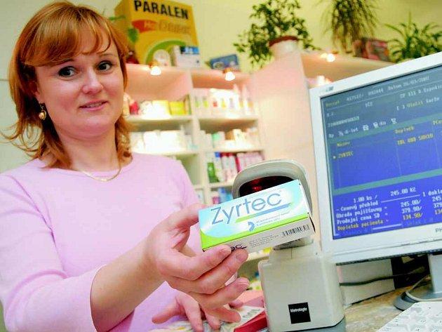 Lékárnice Miroslava Čapková uvádí, že za Zyrtec si pacienti od 1. dubna připlatí asi 25 korun.