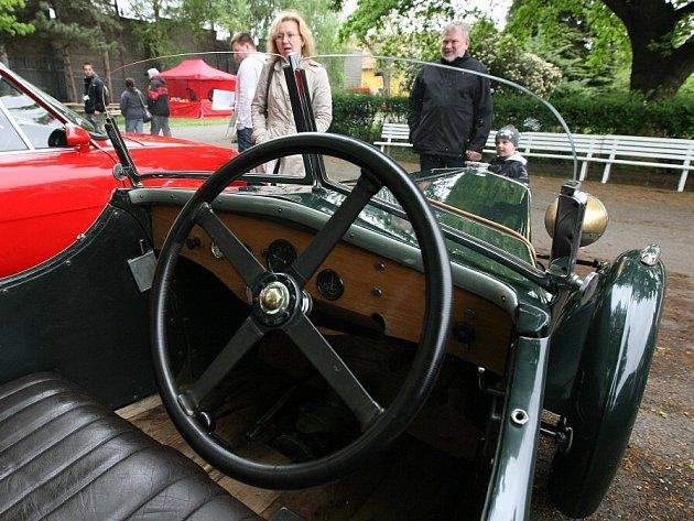 Tradiční závody veteránu v rámci Autosalonu na Zahradě Čech