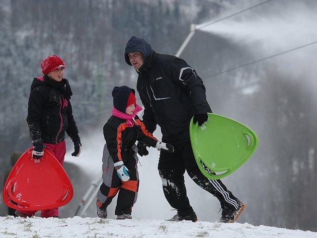 Umělý sníh začali vyrábět v Malečově.