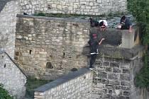 Mladíci se bavili čmáráním po hradbách v Litoměřicích