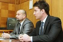 Proces s Janem Hofmanem, který řídil pod vlivem alkoholu a usmrtil řidičku u Klapého.