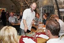 Degustace vín v gotickém hradu.