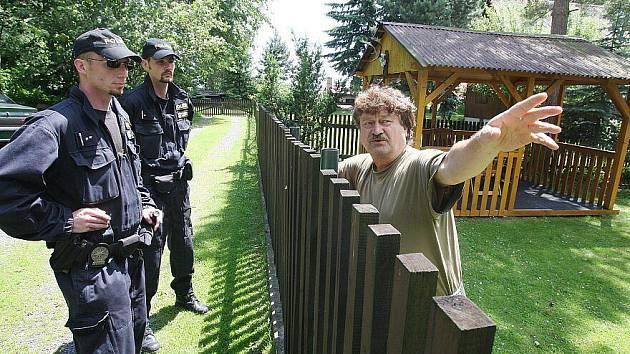 Lovosičtí policisté vyrážejí nepravidelně na kontroly chatových oblastí na Třebenicku a Třebívlicku. Tyto rekreační oblasti jsou postiženy častým nápadem trestné majetkové činnosti.