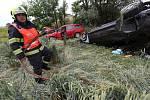 U Třebenic se srazila dvě auta, jednoho shořelo.