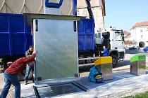 První podzemní  kontejnery byly vybudovány na Dlouhé ulici. Jejich provoz se osvědčil.