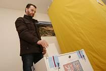 Ve Lhotce nad Labem proběhly v sobotu opakované komunální volby z roku 2018.