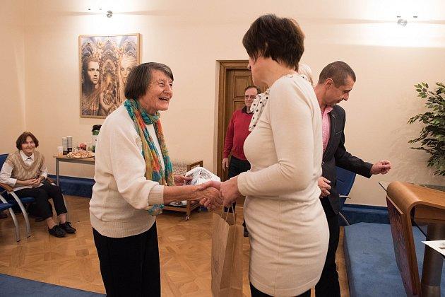 Dobrovolnice Zdenka Skálová, která činnost vykonává pro Hospic sv. Štěpána iDiakonii.