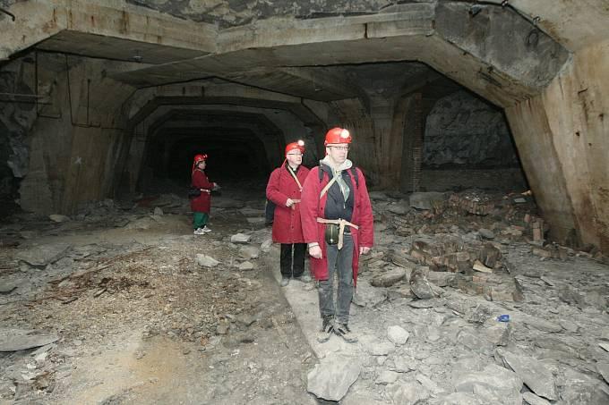 Podzemní továrna Richard v Litoměřicích se opět dostává na přetřes. Amatérský historik Tomáš Rotbauer inicioval schůzku města, SURAA o vzniku pietního místa vně i uvnitř továrny.