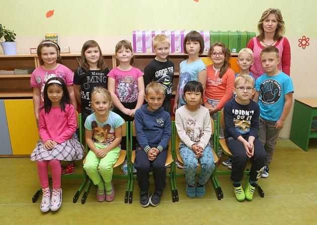 Žáci 1.B ze ZŠ A. Klára vÚštěku spaní učitelkou Ivetou Jandovou