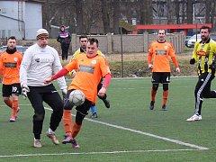 Přípravný zápas Roudnice (v oranžovém) - Byšice.