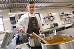 Marek Kühnel z Lovosic vaří v zámeckém vinařství v Třebívlicích. Zúčastnil se televizní soutěže MasterChef Česko.