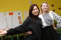 Zahraniční studenti seznamovaly žáky základní školy v Liběšicích na Litoměřicku se zvyky a kulturou jejich národu.