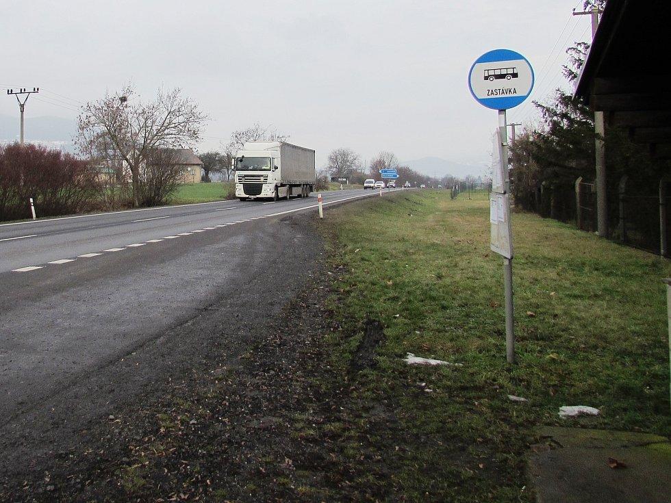 Frekventovaná silnice první třídy u Sulejovic.