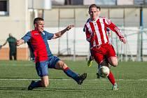 Fotbalisté Brozan (v červeném) bodovali v Souši.