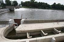 Výstavba nové vodní elekrárny v Píšťanech finišuje.