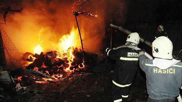 Požár v Litochovicích nad Labem.