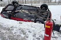 Ve Varnsdorfu se v pátek 29. ledna převrátil vůz na střechu.