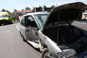Nehoda osobního auta a sanitky v Litoměřicích