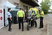 Dopravně preventivní akci zaměřenou na bezpečnost motorkářů policisté připravili ve spolupráci s BESIPem a s krajskou záchrankou.