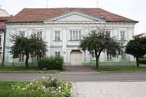 Budova bývalé libochovické střední školy.