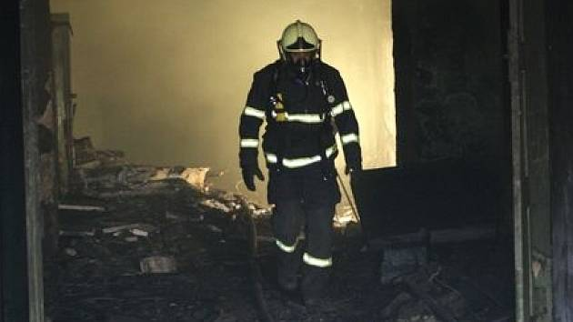 Požár ve sklepech areálu bývalých mrazíren v Litoměřicích.