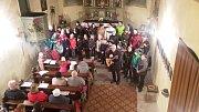Zpívání ve Velkých Žernosekách za pomoci dětí ze ZŠ Žalhostice. Účast cca 80 lidí.