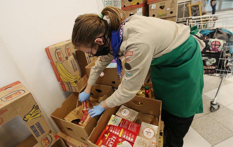 V sobotu proběhla v Litoměřickém nákupním centru Albert potravinová sbírka, ve které se vybrané potraviny uloží do potravinové banky