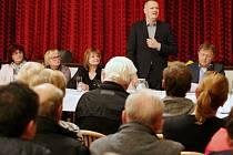 V Terezíně proběhlo ve středu 31. října večer ustavující zastupitelstvo. Zvolen byl i nový starosta René Tomášek.