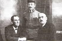 Členové Revolučního národního výboru v Terezíně zleva Josef Nolč, major Miloslav Bárta, Pavel Žalud.