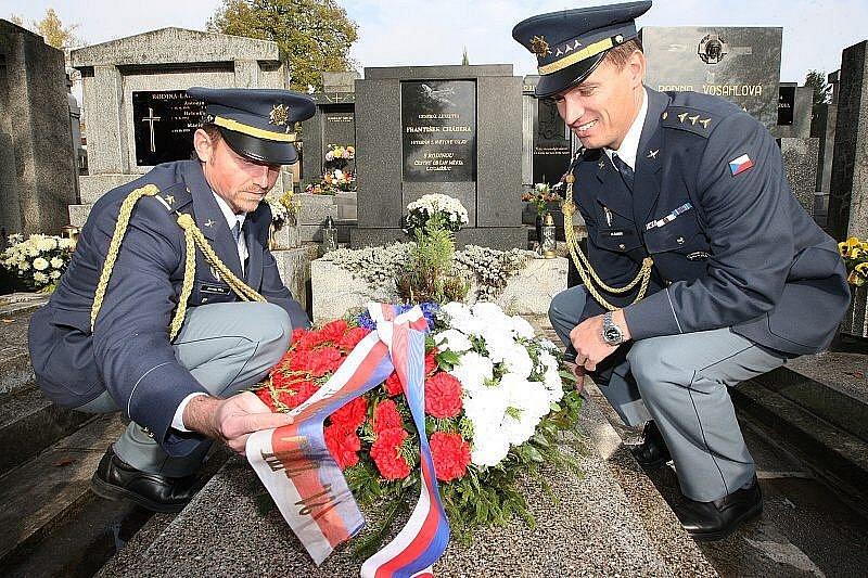 21. října uplynulo deset let od smrti generála Františka Chábery. Památku uctili také jeho pozůstalí, přátelé a představitelé města.