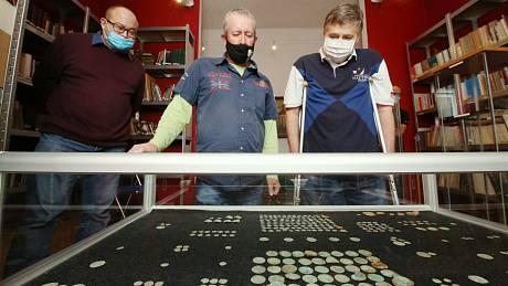 Numismatik Václav Šťástka (vpravo)