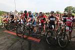 Start cyklistického závodu Okolo komína.