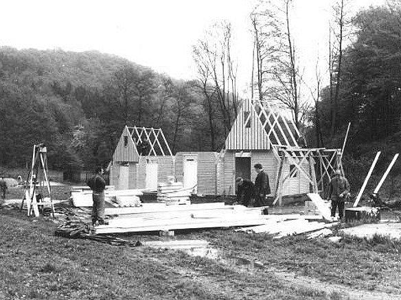 Zpočátku do Oparna jezdily děti rodičů ze statku. Pak to byl spádový tábor pro ratolesti z celého kraje.