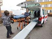 Po více než dvou letech má litoměřická nemocnice novou sanitku