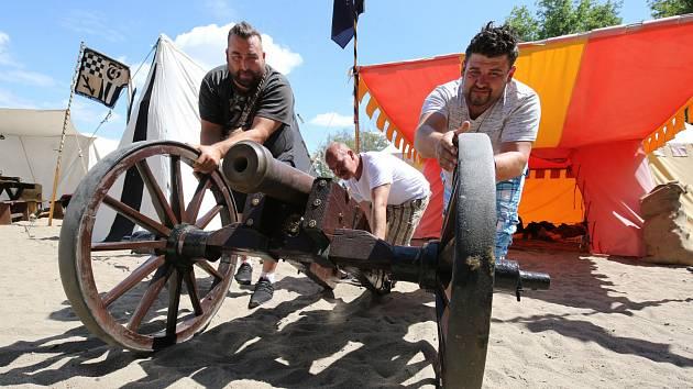 Přípravy bitvy pirátů o úštěcké jezero vrcholí
