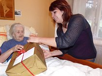 Akce Ježíškova vnoučata dělá radost seniorům po celé republice.