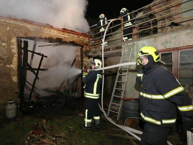 Páteční požár v Dlažkovicích