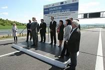 Slavnostní otevření dalšího úseku dálnice D8.