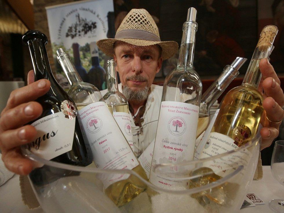 V pátek 13. dubna odstartoval v Kulturním a kongresovém centru v Litoměřicích dvoudenní 16. ročník mezinárodní prodejní a soutěžní výstavy Vinařské Litoměřice.