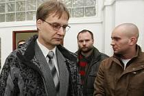 Gynekolog Otmar Sova u litoměřického soudu - středa 13. 1. 2010.