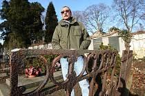 Správce hřbitova Pavel Lolo.