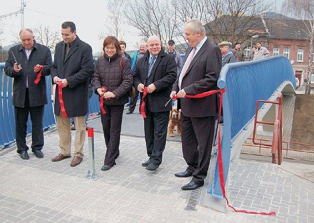 Nová lávka v Lovosicích byla slavnostně zpřístupněna.