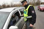 KONTROLY v pátek prováděli dopravní policisté na železničních přejezdech v celém okrese Litoměřice. Od 14 hodin například u železničního přejezdu mezi Třebouticemi a Křešicemi.